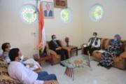 وزير الصحة يناقش دعم المشاريع الصحية مع فريق مركز الملك سلمان بمأرب