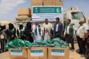مأرب.. توزيع ملابس مقدمة من مركز الملك سلمان لـ42 ألف مستفيدة من الأسر النازحة والفقيرة